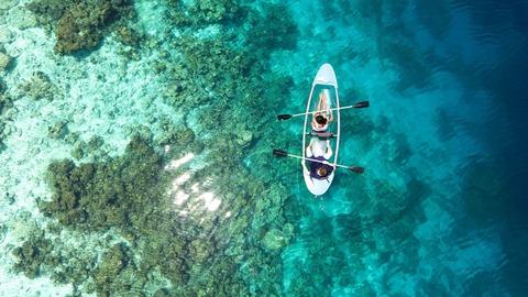couple_kayaking_aerial_view_4k-1280x720