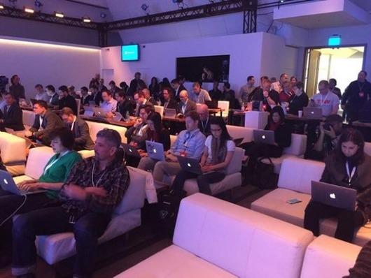 Windows 10発表イベントに参加した記者たちが使用するPCをご覧ください
