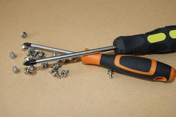screws-3481339_1280