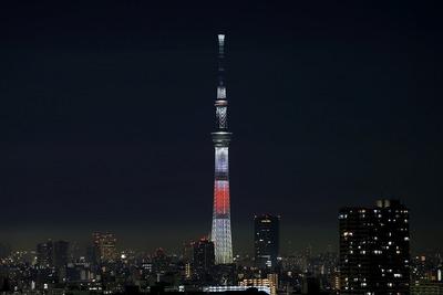日本国旗をイメージした年越し特別ライティング