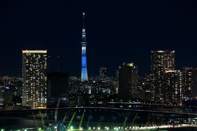 フジテレビの球体展望室「はちたま」から東京スカイツリー夜景