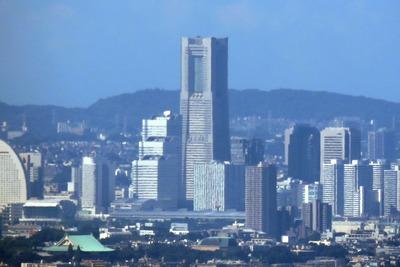 東京スカイツリーから見た横浜ランドマークタワー