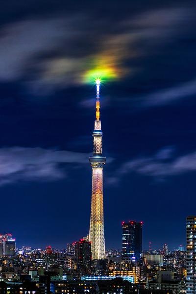雲を照らす東京スカイツリー