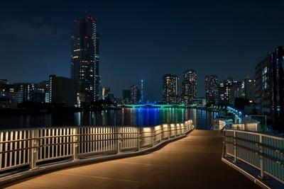 墨田川と佃大橋と東京スカイツリー