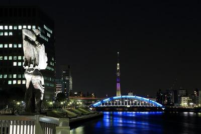 永代橋と彫像と東京スカイツリー
