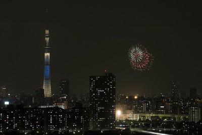 東京スカイツリーと亀戸の花火