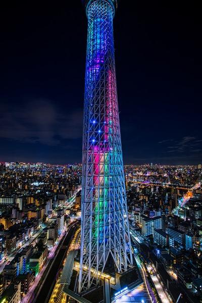 イースタワーから見たNizi(虹)をイメージした特別ライティング
