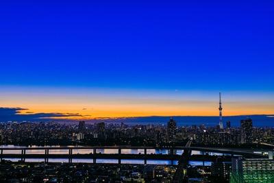 東京スカイツリーのある夕景
