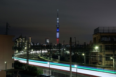 トリコロールカラーの東京スカイツリー
