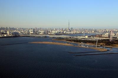 東京スカイツリーと葛西臨海公園の空撮