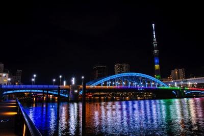 オリンピックカラーの東京スカイツリーと駒形橋
