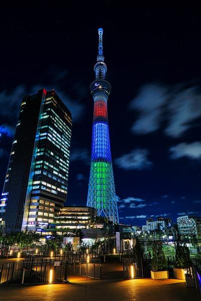 パラリンピックシンボルカラーの東京スカイツリー
