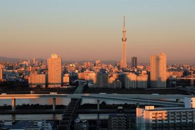 朝焼けに照らされる東京スカイツリー