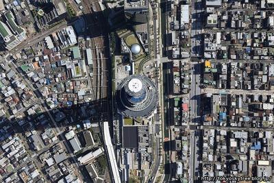 東京スカイツリーの頂点の空撮