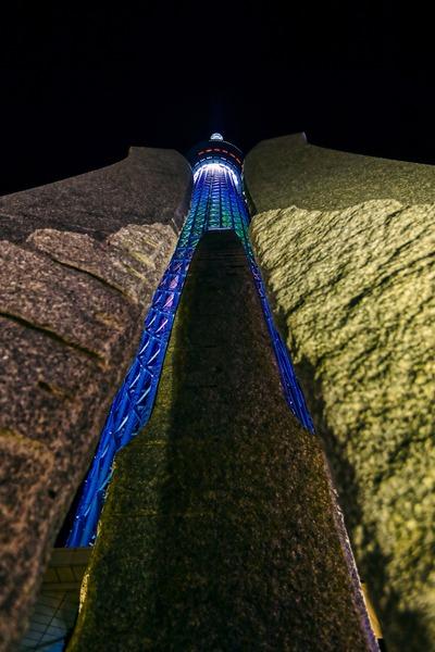 ソラマチ広場のモニュメントと7周年ライティング