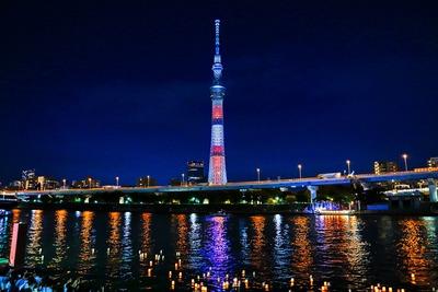 隅田川とうろう流しと東京スカイツリー夜景