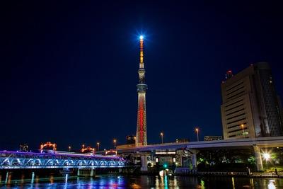 ハロウィンの夜のブルームーンと東京スカイツリー