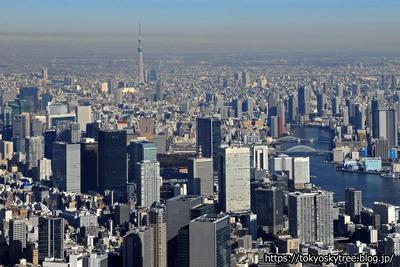 超高層ビル群と東京スカイツリー空撮