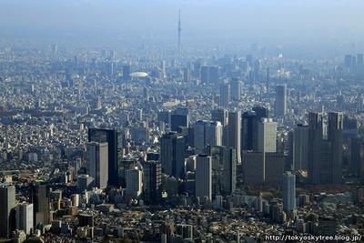 新宿と東京スカイツリーの空撮