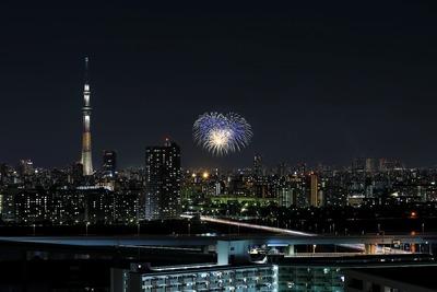 亀戸地区夏まつり大会の花火と東京スカイツリー