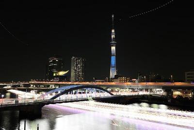 東京スカイツリーと屋形船を比較明合成