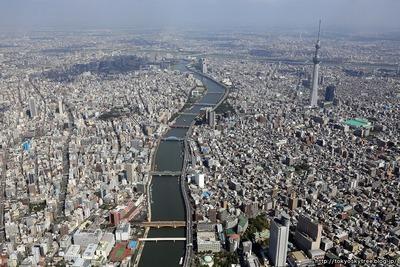 東京スカイツリーと隅田川の空撮