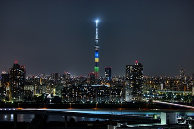 五輪カラーの東京スカイツリー