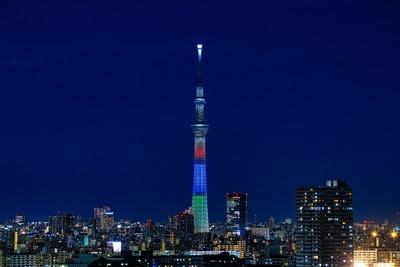 パラリンピックカラーの東京スカイツリー