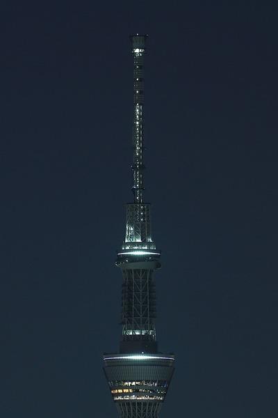 作業灯が点いたゲイン塔