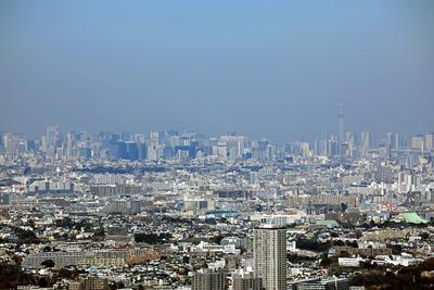 横浜ランドマークタワーから見た東京タワーと東京スカイツリー
