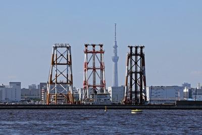 起重機船と東京スカイツリー