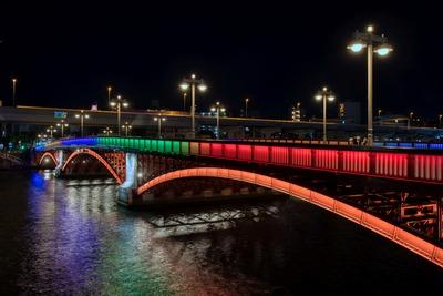 オリンピックカラーの吾妻橋