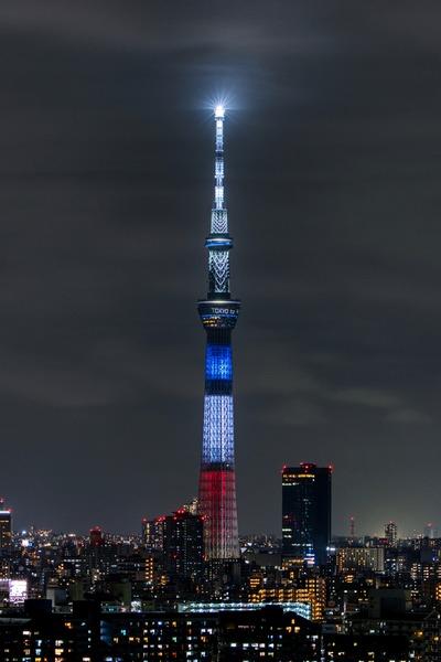 フランス国旗の東京スカイツリー