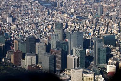 大手町・丸の内の超高層ビル群の空撮