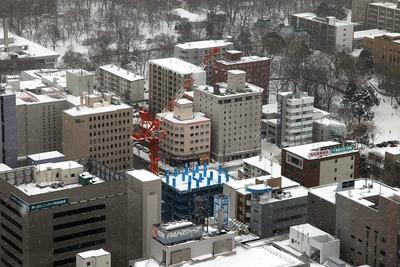JRタワーから見たブランズタワー札幌