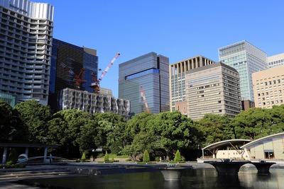 和田倉噴水公園から見た丸の内・大手町の超高層ビル群