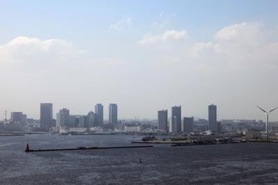 ベイブリッジから横浜方面の眺め