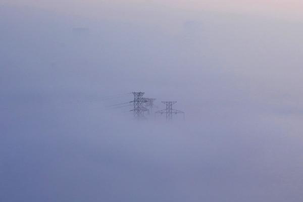 雲海と鉄塔