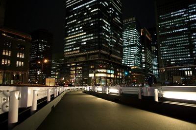 丸の内の超高層ビル群の夜景