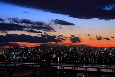 富士山と東京タワー方面の夕景