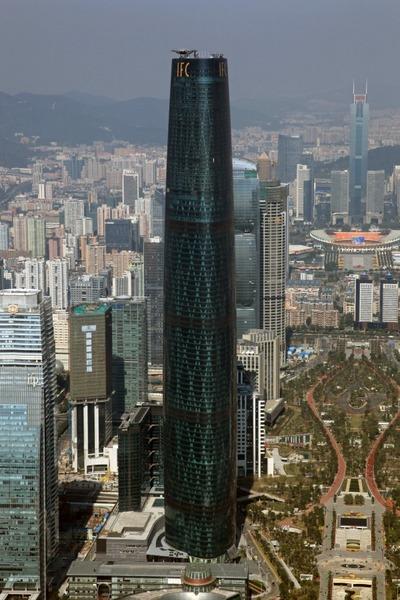 広州タワーから見たPearl River Tower(珠江大厦)方面