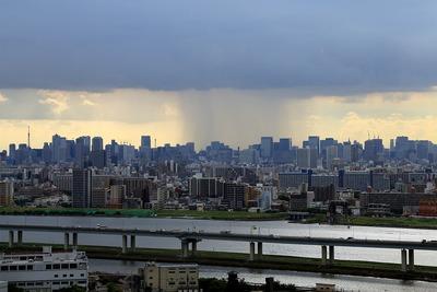 東京超高層ビル群とゲリラ豪雨