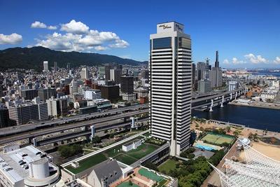 神戸ポートタワーから見たホテルオークラ神戸方面の眺め