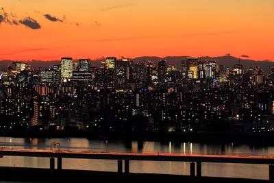 東京駅周辺の超高層ビル群と夕景