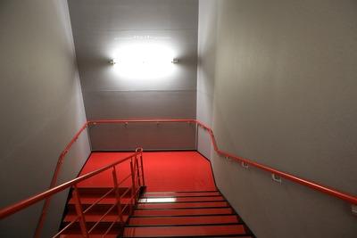 モード学園コクーンタワーの中心部の階段