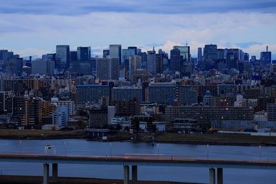 夜明け前の東京駅方面
