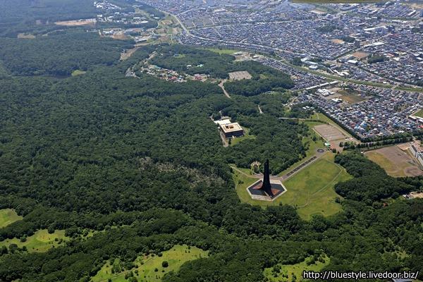 北海道百年記念塔の空撮