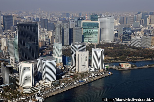 汐留の超高層ビル群の空撮