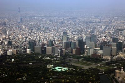 東京駅周辺の超高層ビルからスカイツリーまでの空撮
