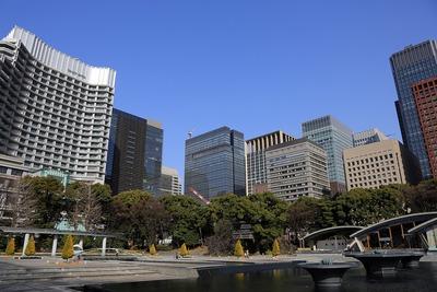 和田蔵噴水公園から見た大手町・丸の内の超高層ビル群